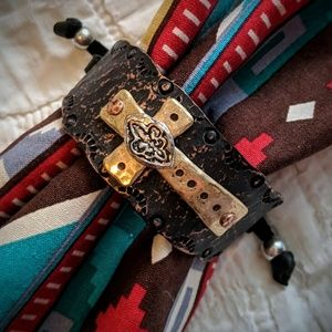 Jewelry - NWOT Cross Adjustable Bracelet